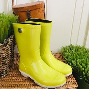 Ugg Rain Boots -8 yellow mid length sienna